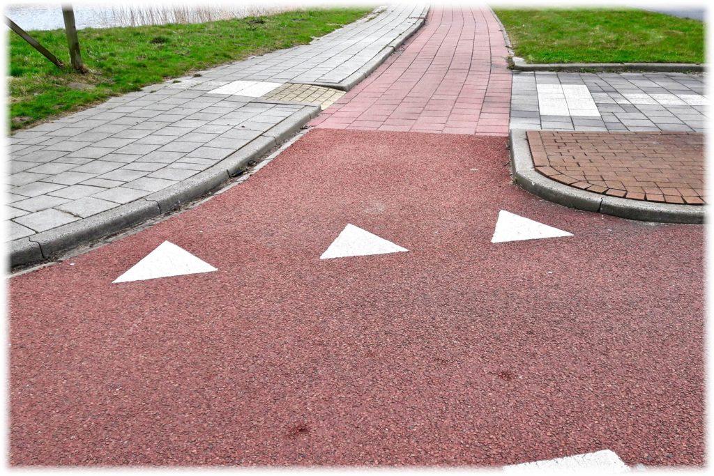 自転車専用道路での交差点