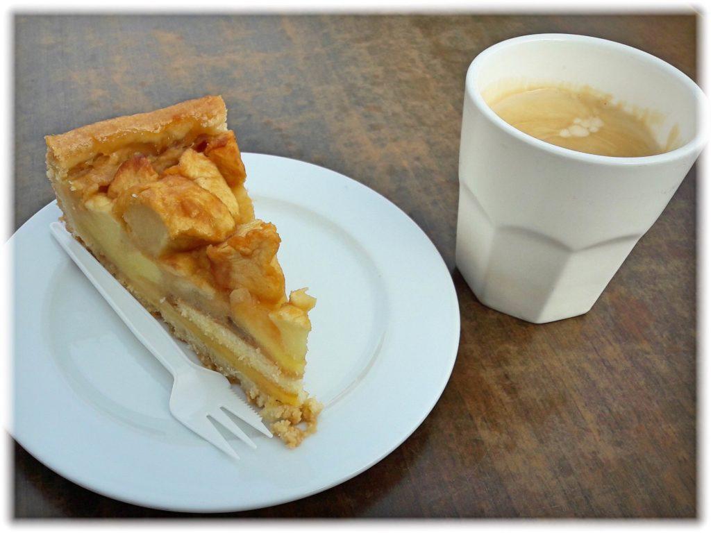 キューケンホフカフェのケーキとコーヒー