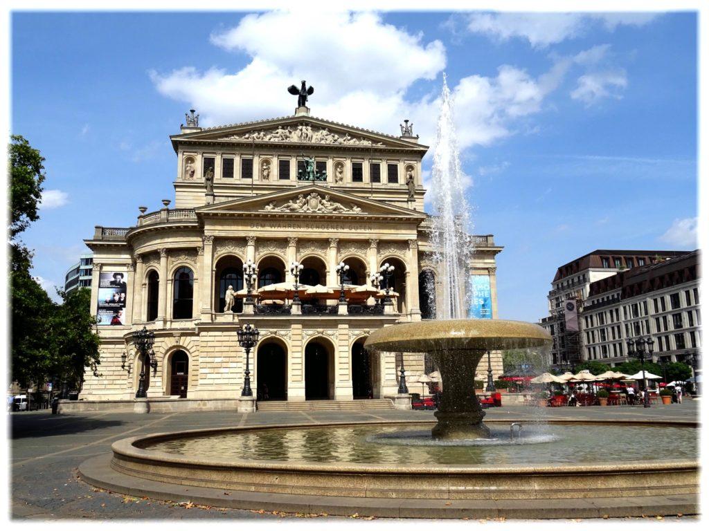 オペラハウス前の噴水