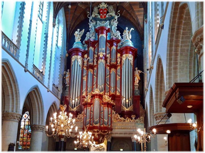 聖バフォ教会の有名なオルガン