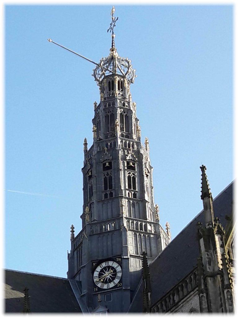聖バフォ教会の塔