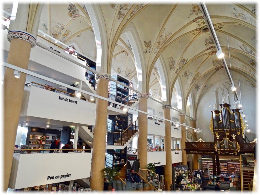 ワーンダース書店内全体の様子