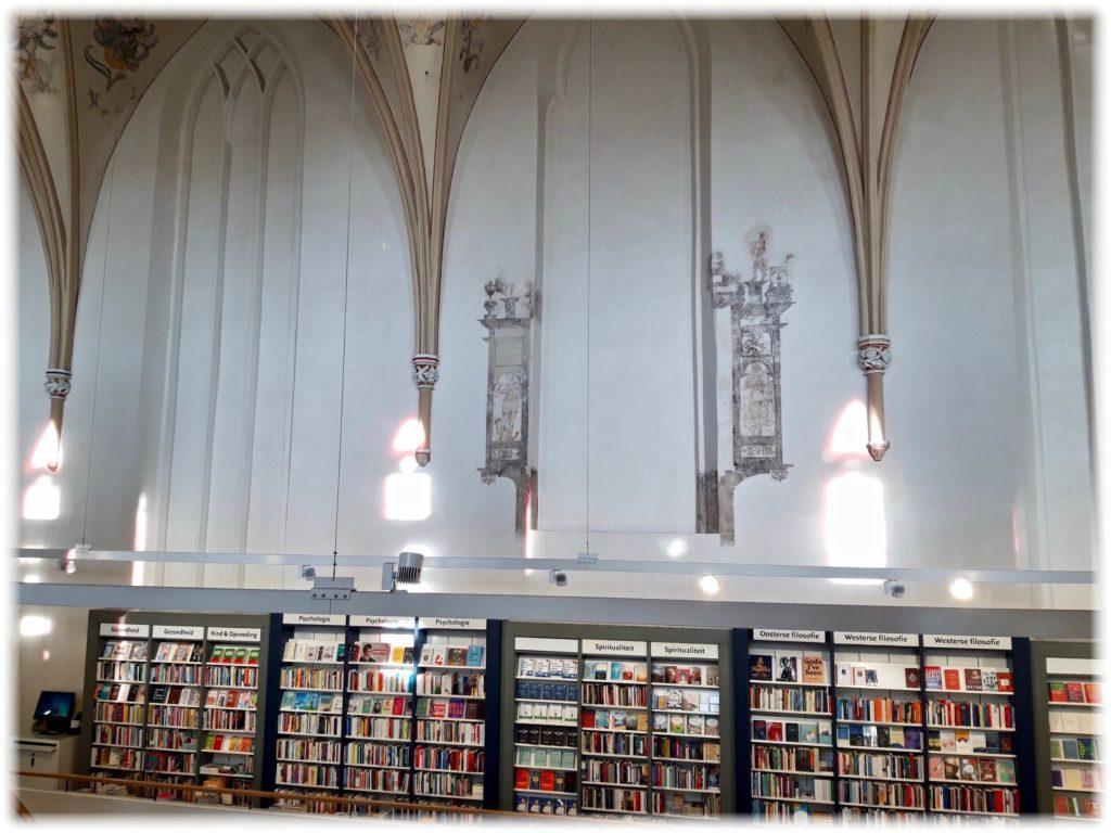 ワーンダース書店の壁画