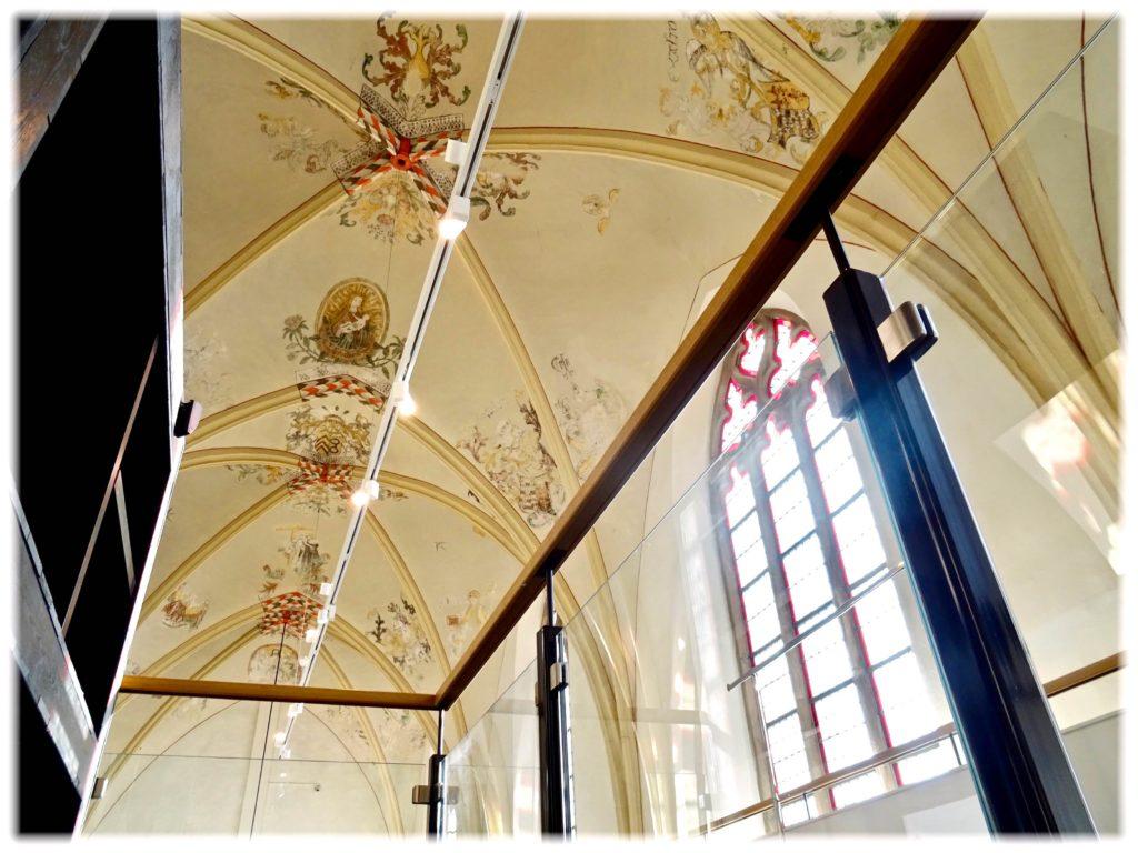 ワーンダース書店の天井と窓