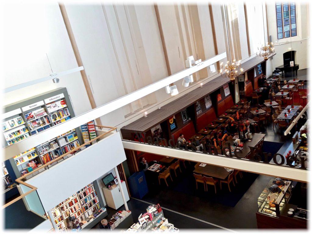 ブルーレン書店内のカフェ