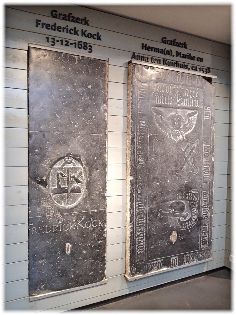 ワーンダース書店に飾られてある墓跡