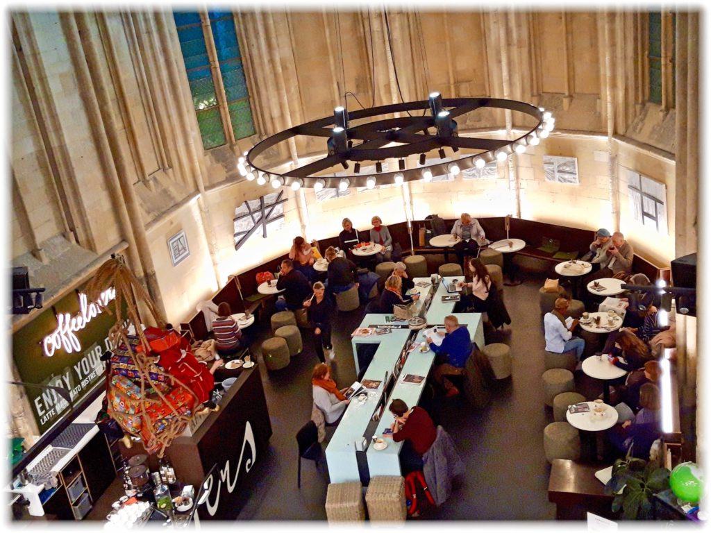 ドミニカネン書店カフェ