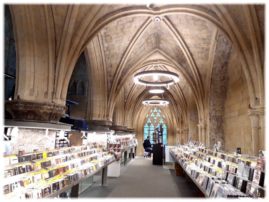 ドミニカネン書店音楽コーナー