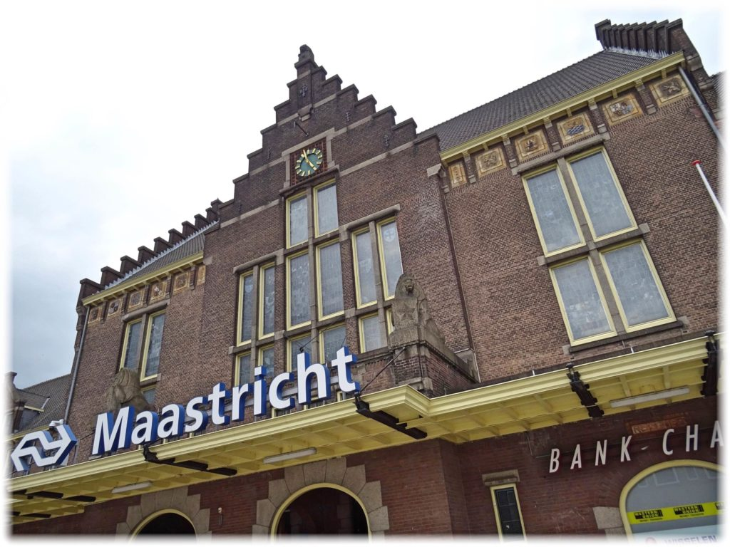 美しい書店のある街、マーストリヒト駅