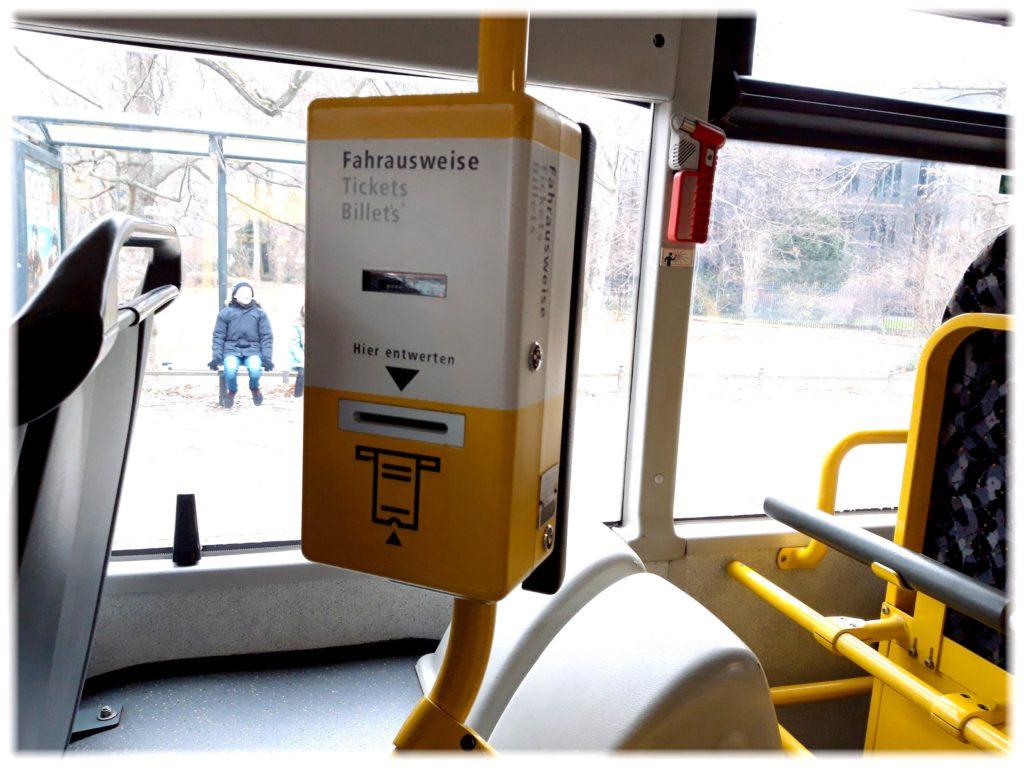 バス車内のチケット打刻機