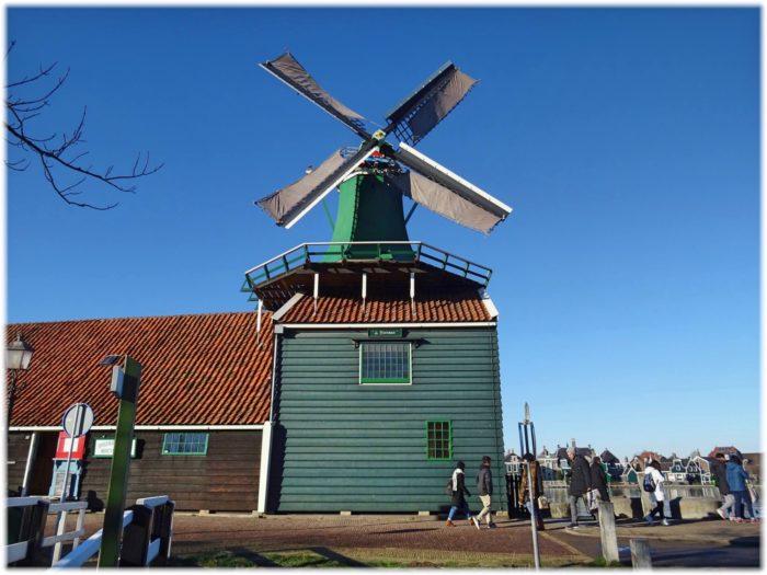 スパイス倉庫と風車