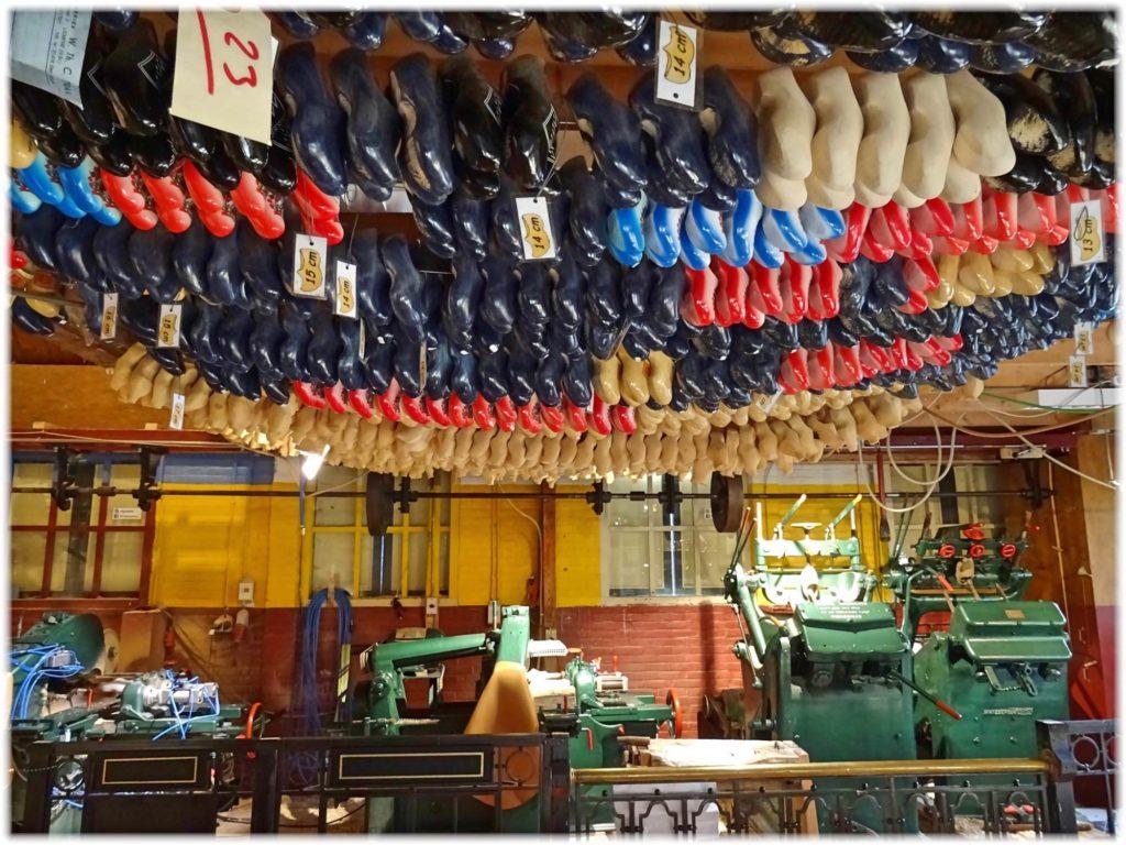 マルケン木靴工房内