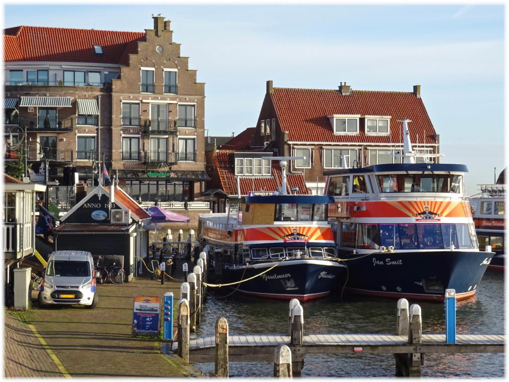 フォーレンダムとマルケンを運航するフェリー