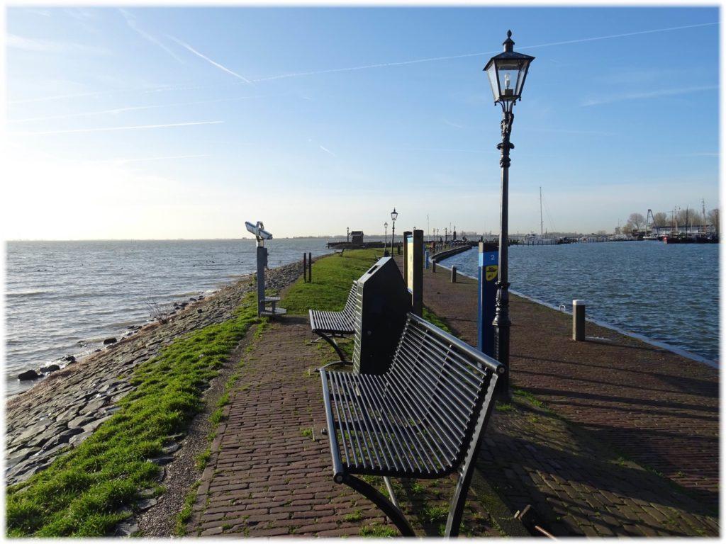 フォーレンダム港の堤防