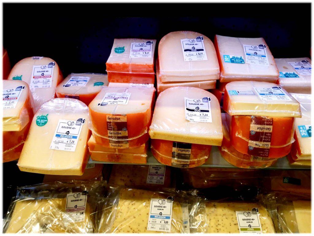 オランダスーパーマーケットのチーズ