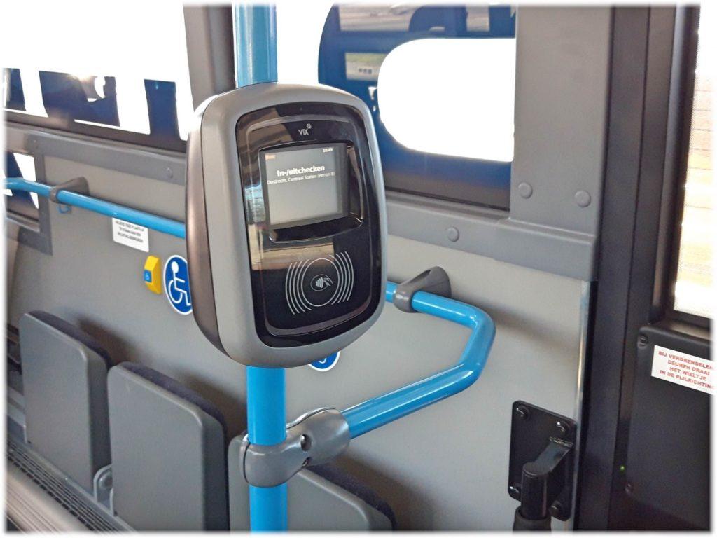 トラム、バスのカード読み取り機