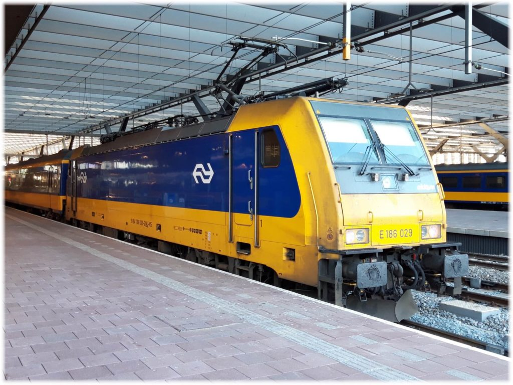 スキポール空港とロッテルダムを結ぶ列車
