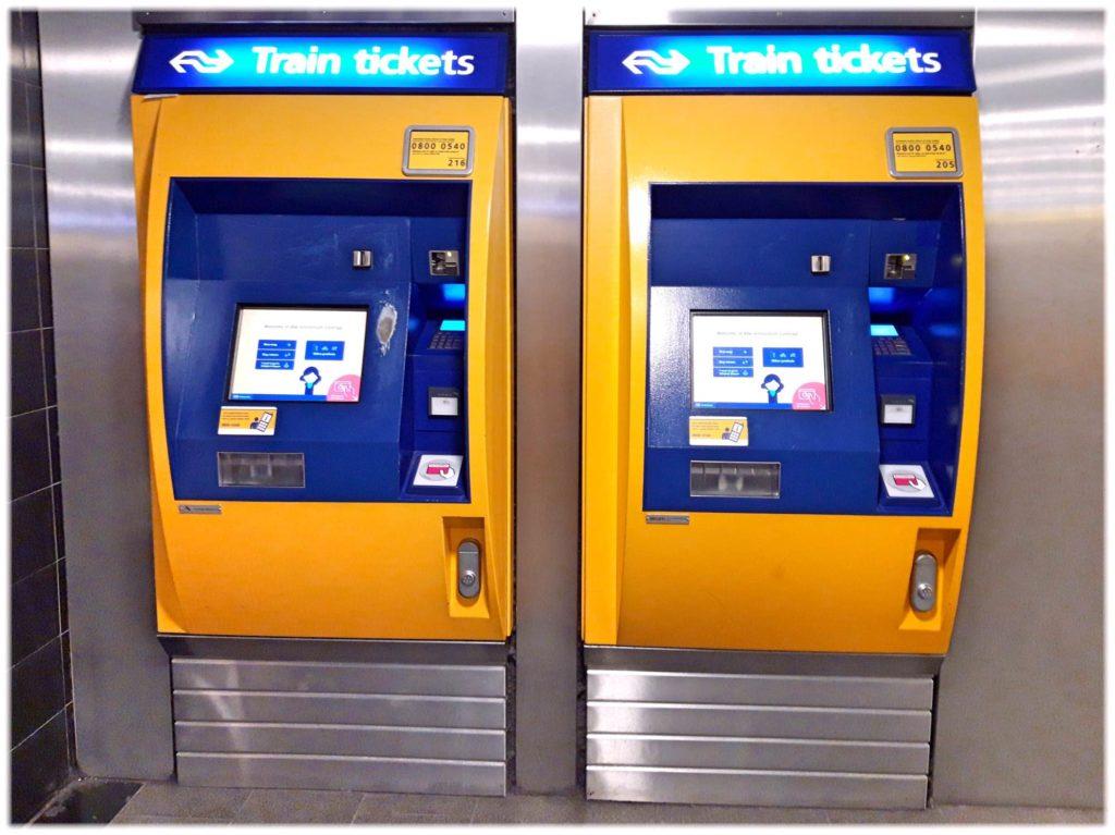 駅の自動券売機