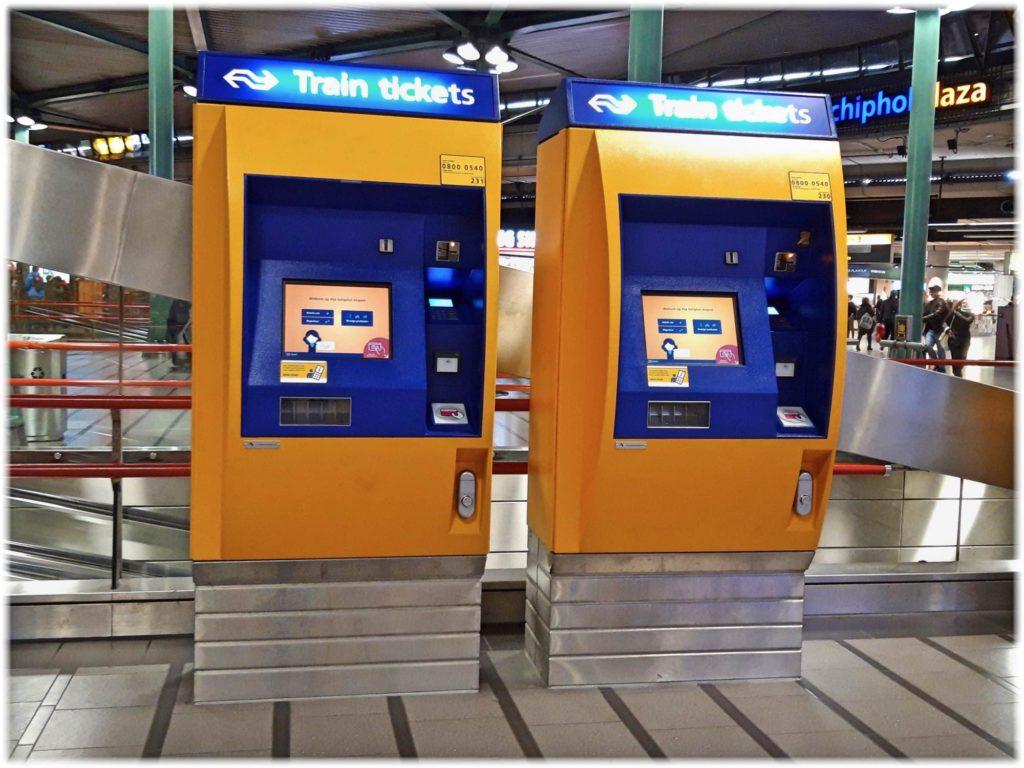 スキポール空港の自動券売機