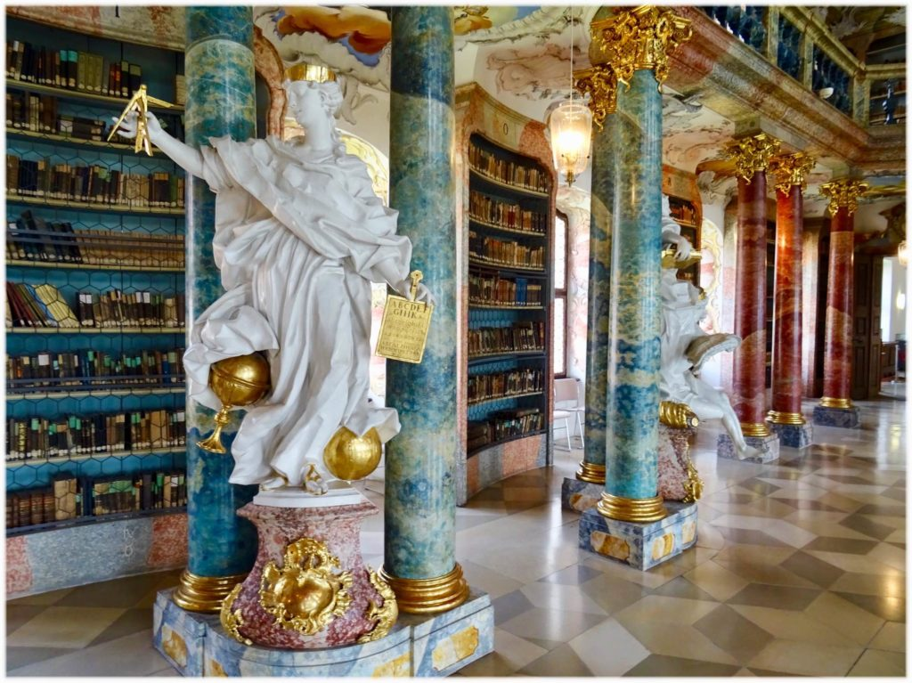 ヴィブリンゲン図書館の彫像
