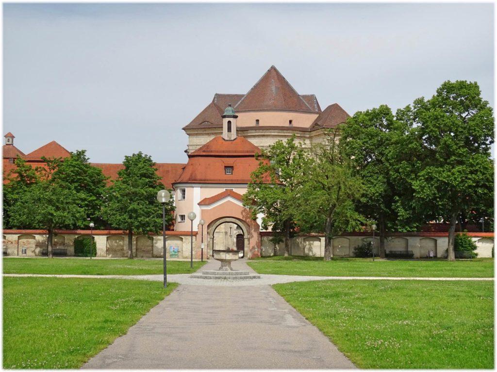 公園を通ってヴィブリンゲン修道院へ