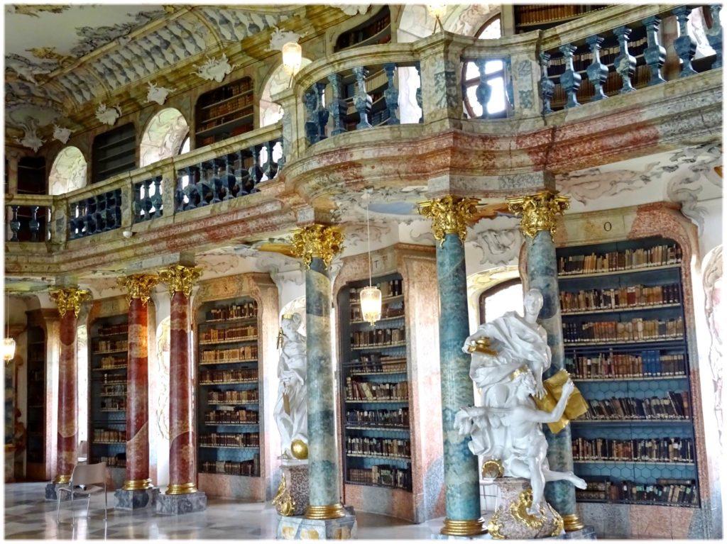 ヴィブリンゲン図書館の1階と2階