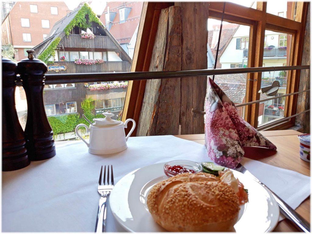 シュマレスハウスでの朝食