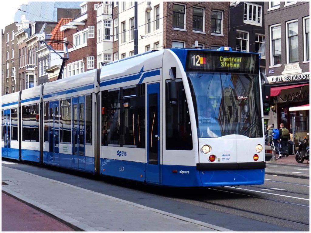 アムステルダム中央駅行きの表示