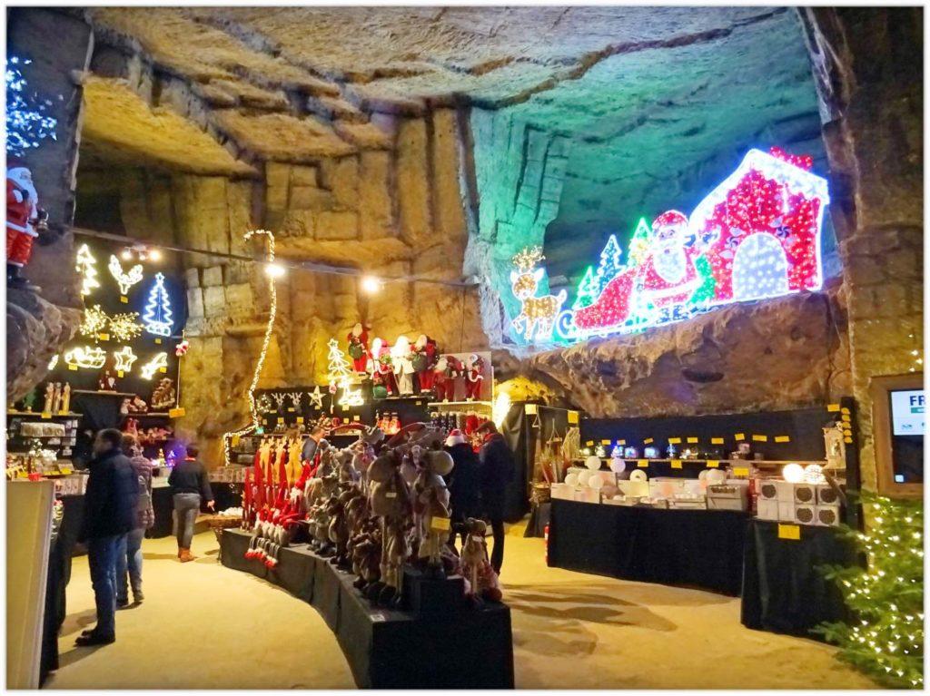 洞窟のクリスマスマーケット