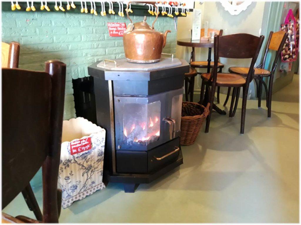 ハーレムのカフェの暖炉