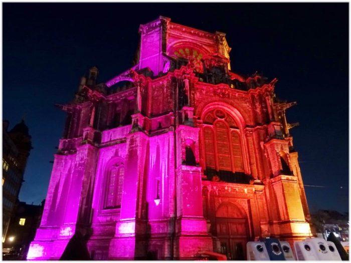 赤色のカトリーヌ教会