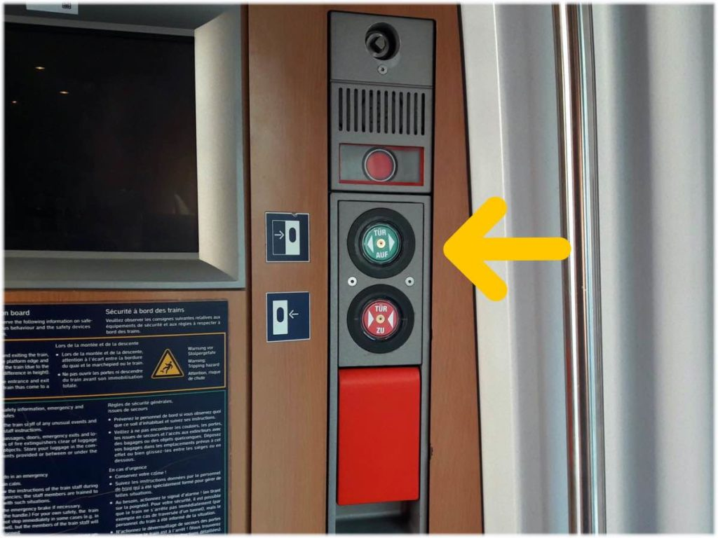 車内のドアボタン