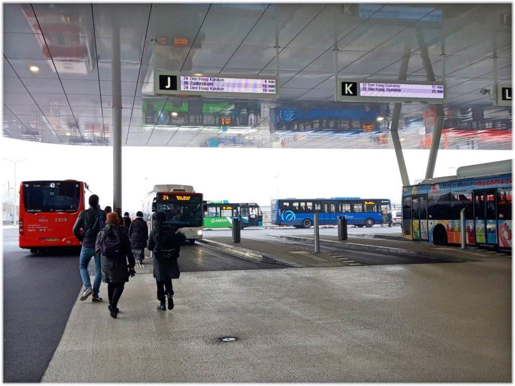 デンハーグのバスターミナル