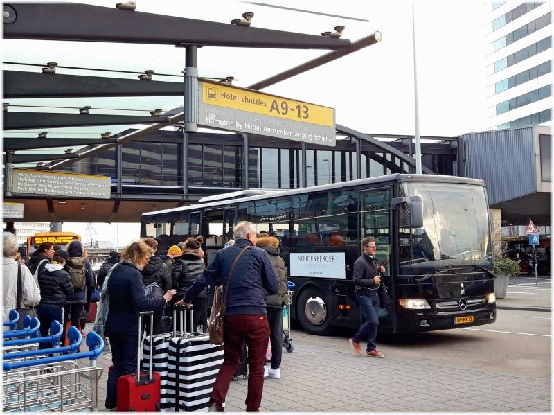 各ホテルのシャトルバス