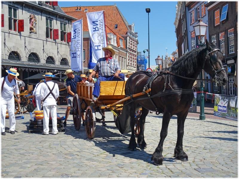 ローデステーン広場でのチーズ市場