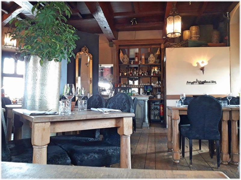 タワー内のレストラン