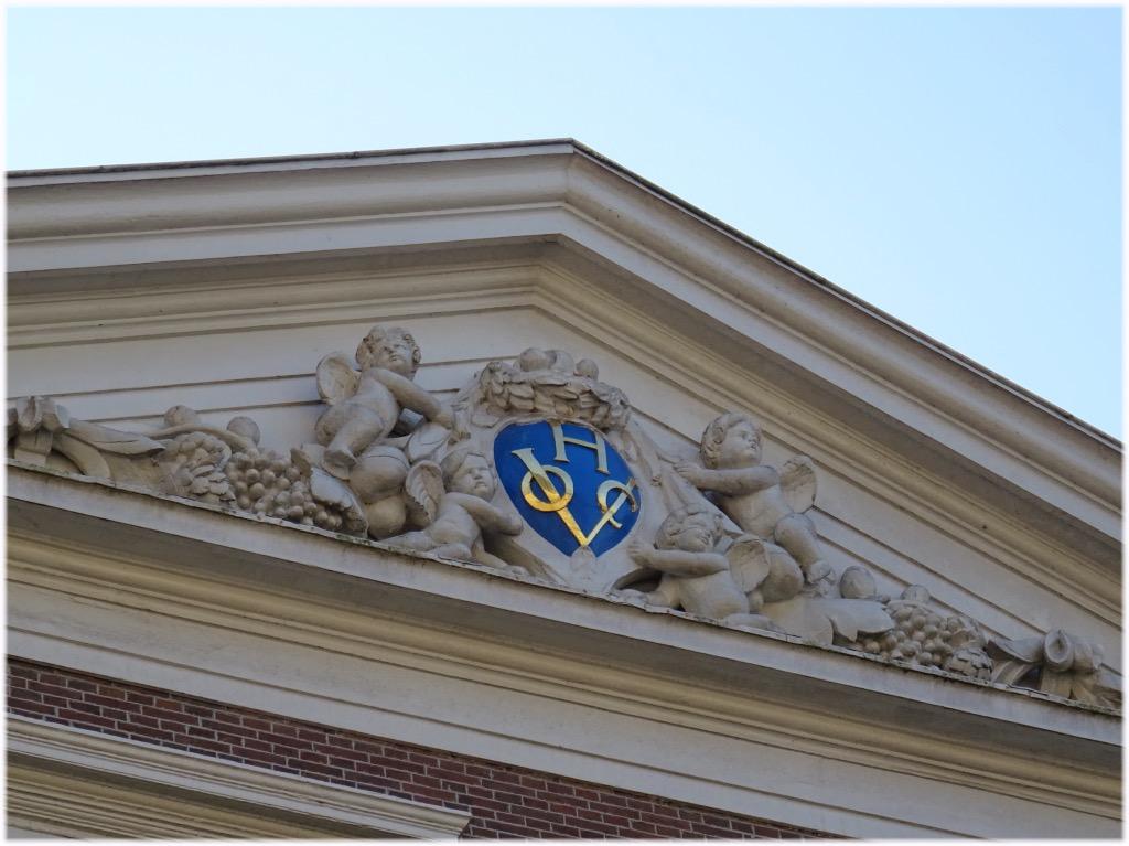 屋根のロゴ