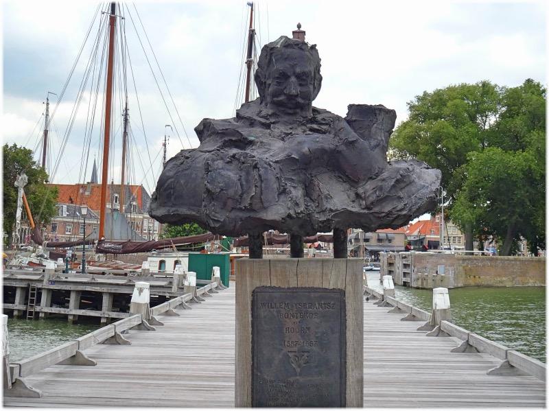 ボンテク船長の像
