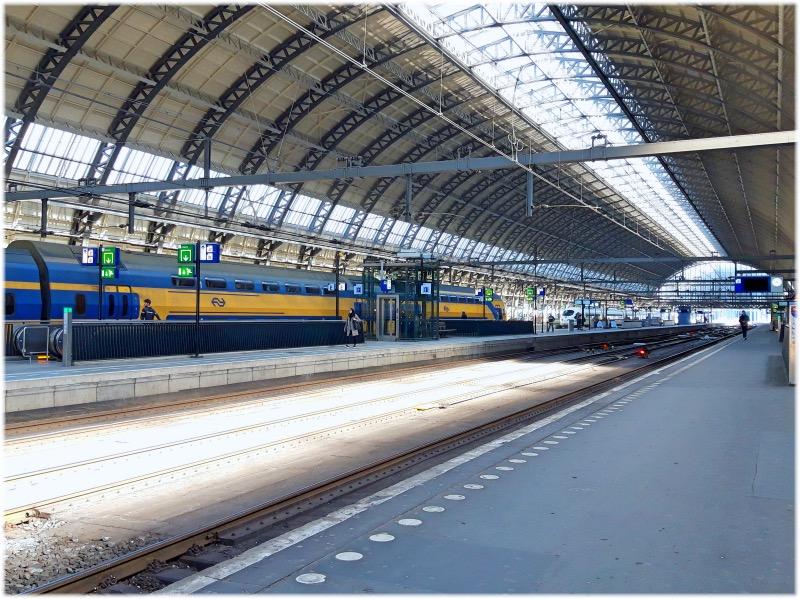 アムステルダム駅のホーム