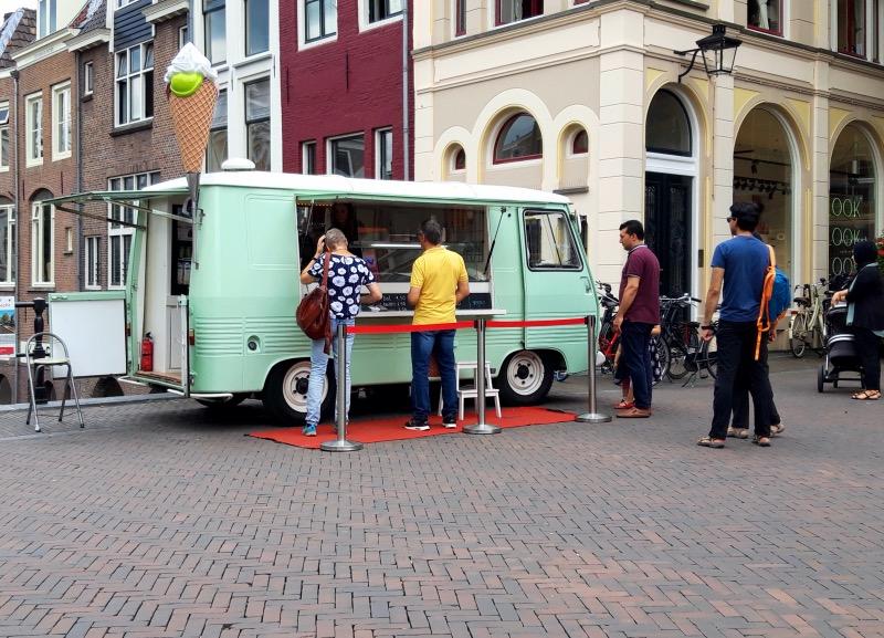 路上のアイスクリーム屋