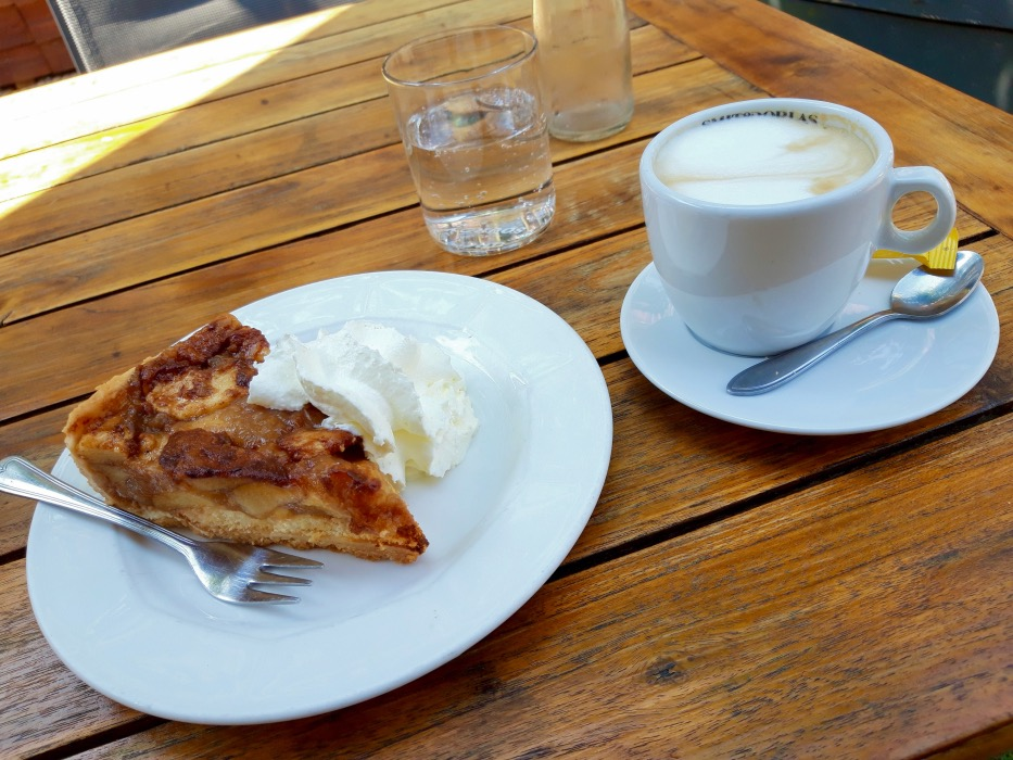 アップルケーキとカフェ