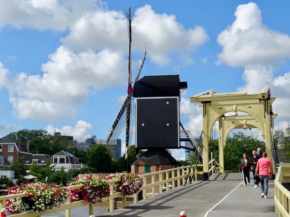 レンブラント橋と風車