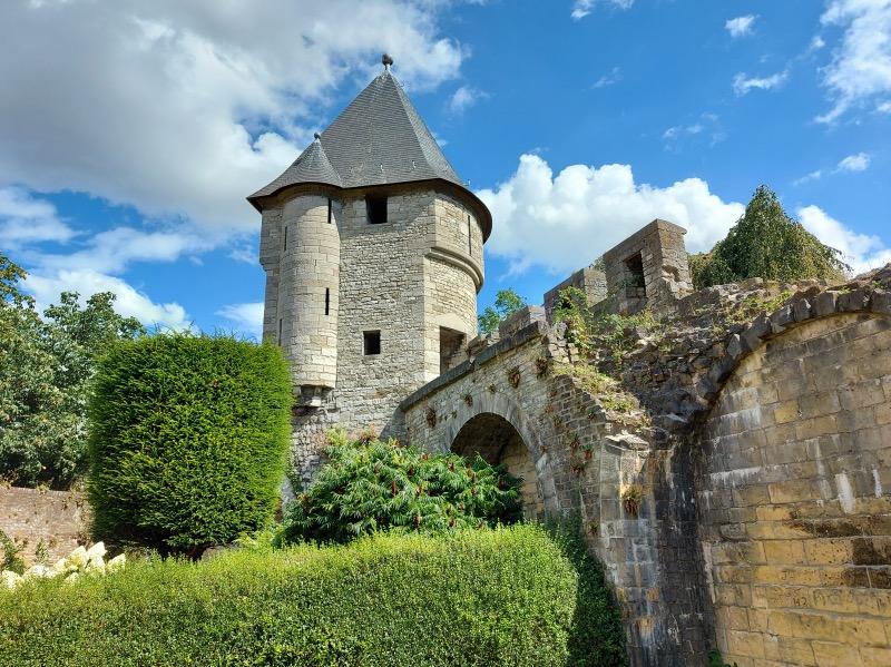 14世紀の塔