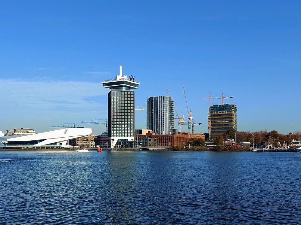 アムステルダムの川沿い側