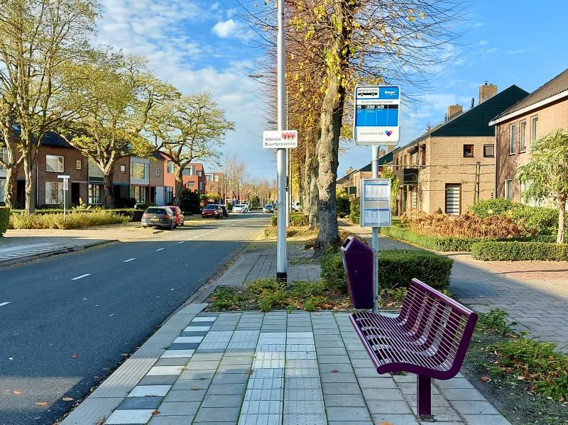 ズンデルトのバス停
