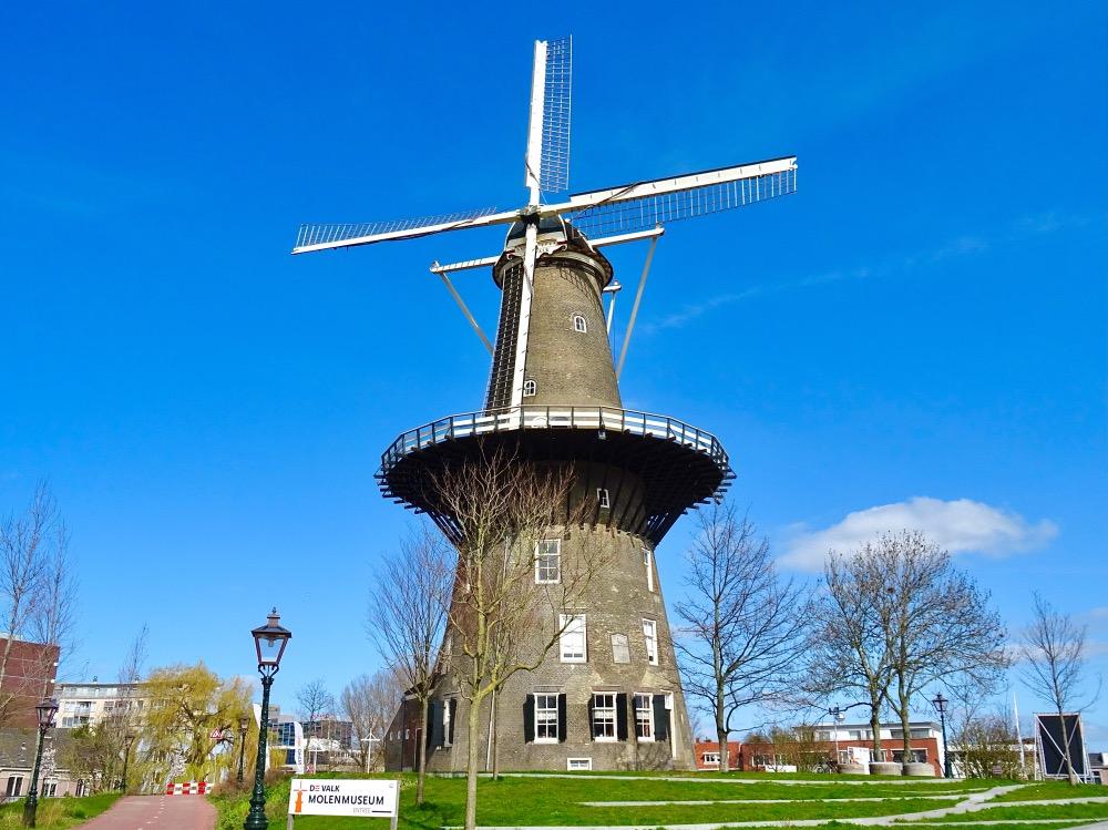 展望台のある風車
