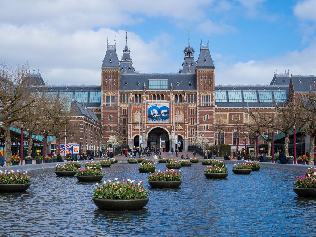 アムステルダム国立美術館前の池