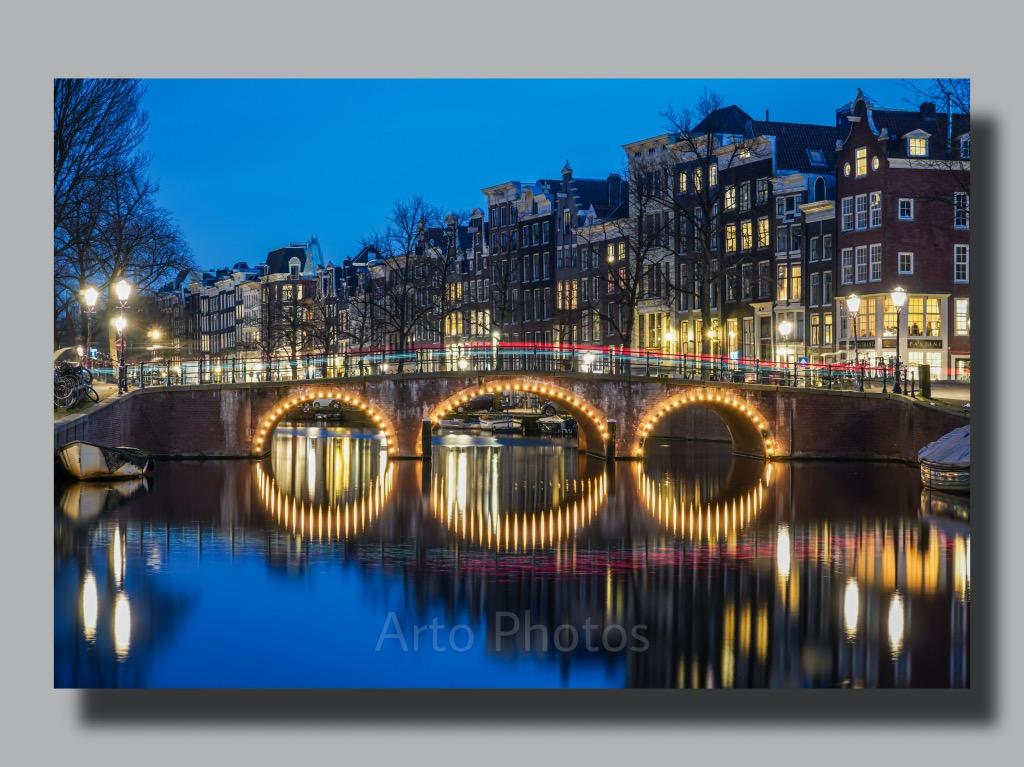 アムステルダム運河の夜景