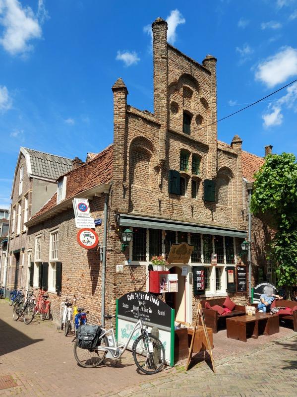 アメルスフォールト最古のカフェ