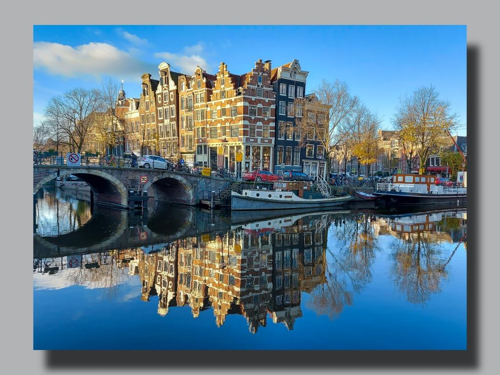 アムステルダムの運河と建物